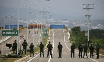 hon 100 binh si venezuela dao tau sang colombia