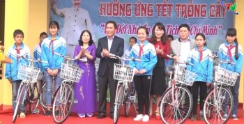 dong chi chu tich ubnd tinh thai nguyen tham du tet trong cay tai huyen phu luong