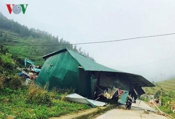 Gần 300 nhà dân ở Lào Cai bị tốc mái do dông lốc
