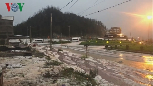 Lại xuất hiện mưa đá trong cơn dông ở Lào Cai