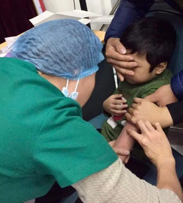 4000 trẻ Bắc Ninh được lấy mẫu xét nghiệm sán dây lợn tại Hà Nội