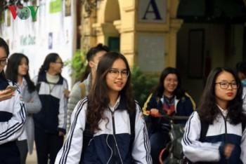 """Thi THPT quốc gia: Học sinh Hà Nội """"thở phào"""" sau bài thi thử Ngữ văn"""