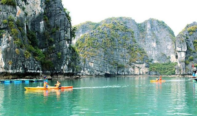 ngoai cheo kayak ha long con hap dan boi hang nghin trai nghiem thu vi