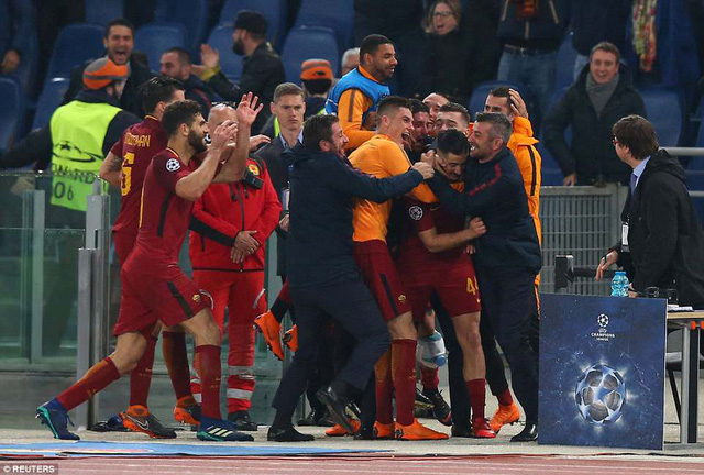 thua as roma 0 3 barcelona cay dang chia tay champions league
