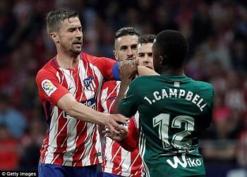atletico hoa that vong barcelona cach ngoi vo dich la liga dung 1 diem