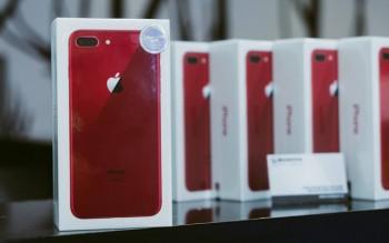 iphone 8 plus mau do chinh hang len ke gia 23 trieu dong