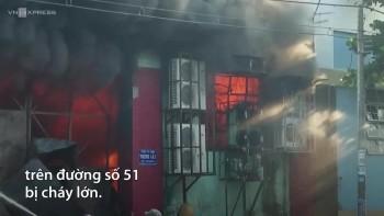 Kho chứa nông sản ở ngoại ô Sài Gòn bốc cháy ngùn ngụt