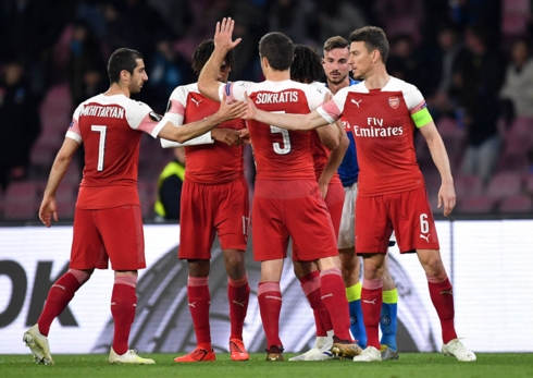 arsenal chelsea dat tay nhau vao ban ket europa league