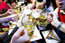 moi nguoi uong 470 chai bia mot nam viet nam dat quan quan tieu thu bia ruou tren the gioi