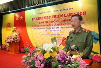 Khai mạc triển lãm sách về Chủ tịch Hồ Chí Minh
