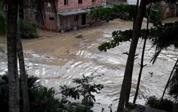 Mưa bão, lũ lụt hoành hành tại Colombia