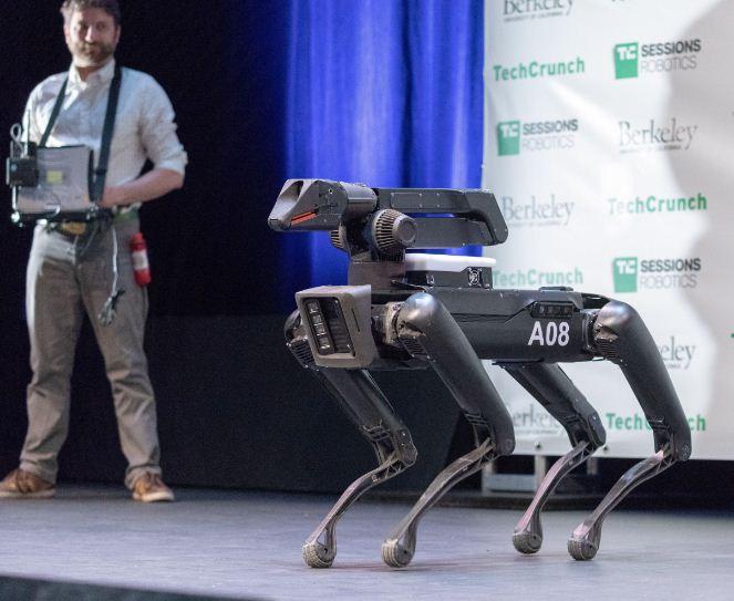 cho robot biet leo treo tu lap ban do vuot chuong ngai vat