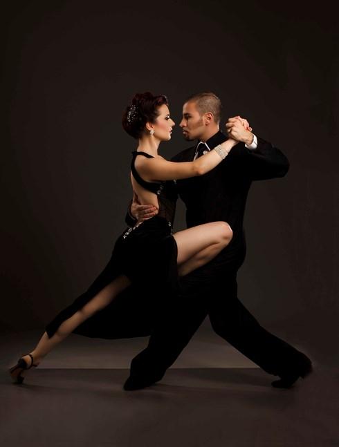 cap doi vu cong tango noi tieng argentina se bieu dien tai ha noi