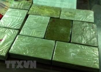 bat giu 2 doi tuong van chuyen trai phep 60 banh heroin