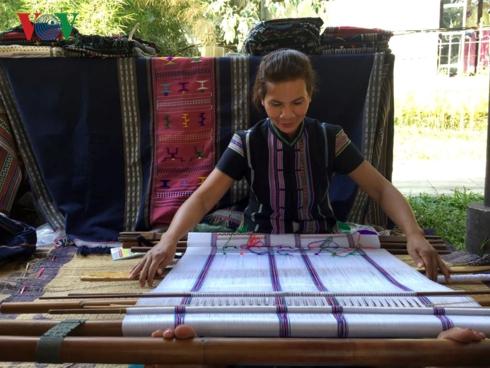 Độc đáo nghề dệt thổ cẩm của người Mạ ở Lâm Đồng