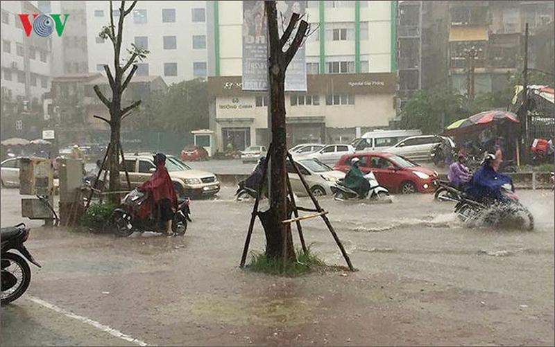 Thời tiết hôm nay: Cảnh báo mưa dông diện rộng ở Bắc Bộ và Trung Bộ