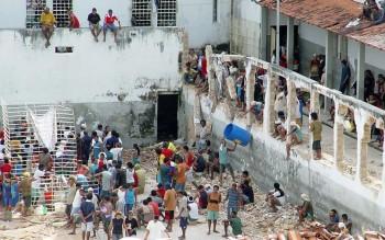 Đụng độ tại nhà tù Brazil khiến 15 người thiệt mạng