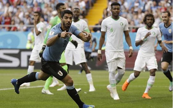 luis suarez ghi ban uruguay dat tay nga vuot qua vong bang