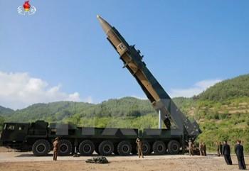 """Ông Kim Jong-un: Vụ thử tên lửa là """"món quà"""" tặng Mỹ vào ngày Độc lập"""