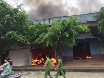 Đang cháy lớn ở chợ cửa khẩu Tân Thanh, Lạng Sơn