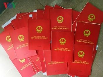 Người dân Quảng Ngãi bức xúc vì hàng trăm sổ đỏ vẫn còn nằm trong kho