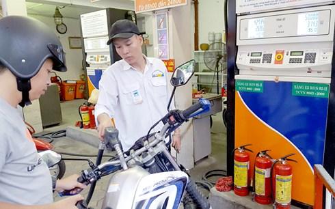 neu lam phat van xu huong tang can siet tin dung lai