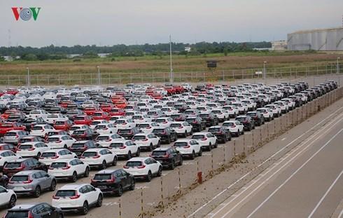 Việt Nam nhập khẩu gần 5.700 ô tô nguyên chiếc trong tháng 7