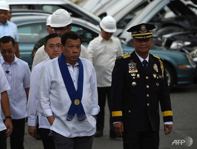 tong thong philippines lenh nghien nat hang chuc xe sang nhap lau