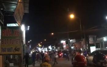Gần 100 thanh niên cầm dao kiếm chém nhau giữa phố ở Đồng Nai