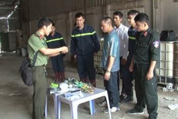 """4 đối tượng """"rút ruột"""" hàng ngàn lít xăng dầu ở Hưng Yên"""