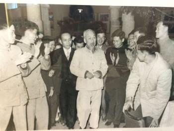 """Chủ tịch Hồ Chí Minh và cảnh báo về những ông """"quan cách mạng"""""""