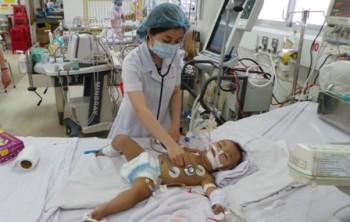 TPHCM: Hơn 3.500 trẻ nhiễm bệnh tay chân miệng