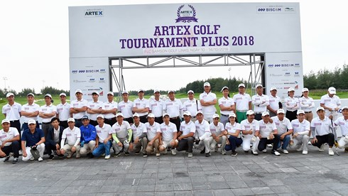 hon 1000 gon thu tranh tai o artext golf tournament plus 2018