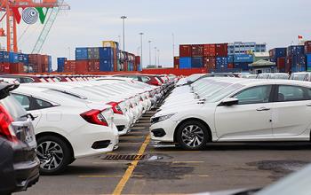 Xe nhập khẩu về ồ ạt nhưng khách hàng vẫn khó tiếp cận