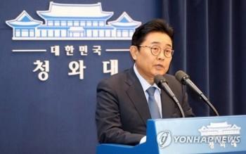 Thư ký cao cấp Tổng thống Hàn Quốc xin từ chức vì bê bối tham nhũng