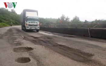Quốc lộ 1A qua tỉnh Phú Yên hư hỏng nghiêm trọng