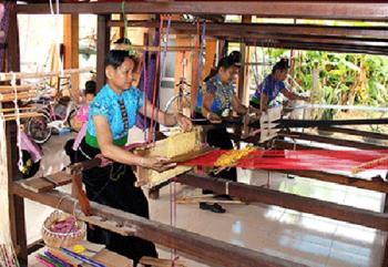 Gìn giữ nghề dệt thổ cẩm của người Thái ở Sơn La