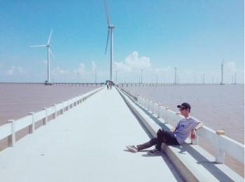 Ngỡ ngàng cánh đồng quạt gió đẹp như trời Tây ở Bạc Liêu