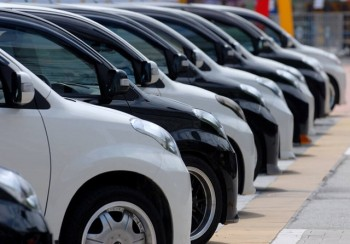 'Mốc định mệnh' 2018: Ô tô giở chiêu 'làm giá', ép khách bị trả giá đau