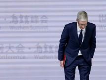 lien tiep bi kien apple xin loi vi lam cham iphone doi cu
