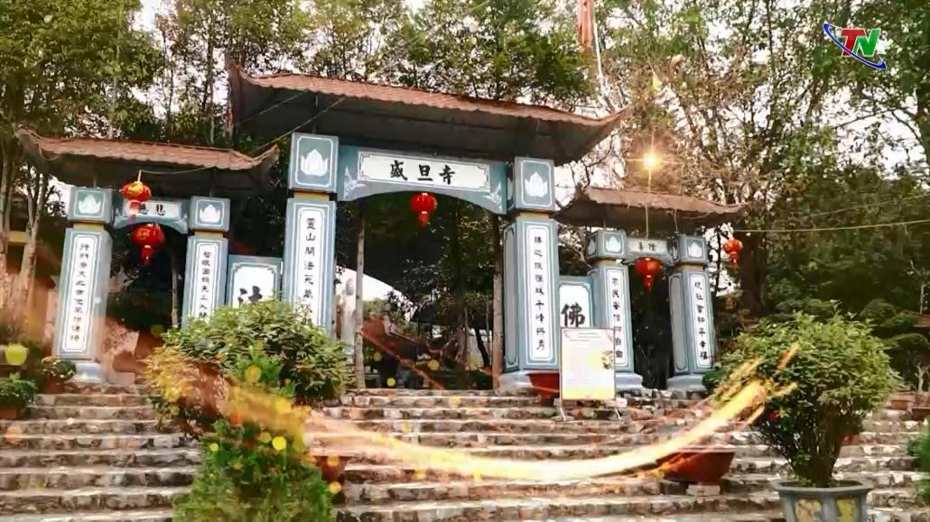 Một mái chùa mang hùng thiêng sông núi