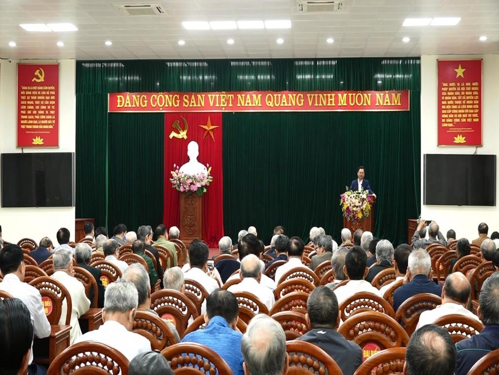 Đồng chí Chủ tịch UBND tỉnh Trịnh Việt Hùng dự buổi sinh hoạt với Câu lạc bộ Hưu trí Thái Nguyên