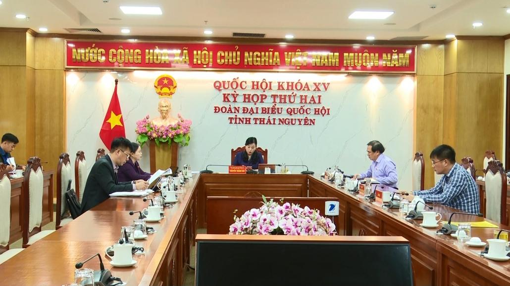 Quốc hội thảo luận tổ về tình hình kinh tế - xã hội và dự án Luật