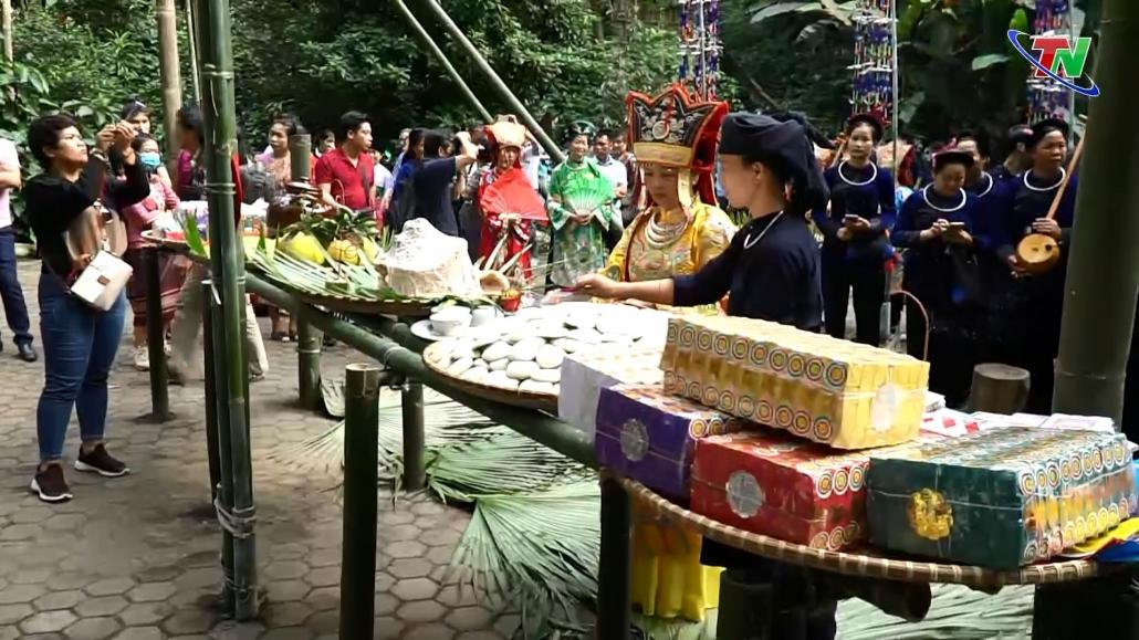 Người cao tuổi góp phần gìn giữ, phát huy bản sắc văn hóa dân tộc