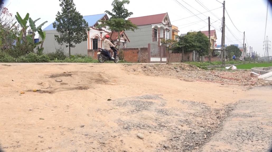 Người dân khổ vì đường thi công chậm chạp, dang dở