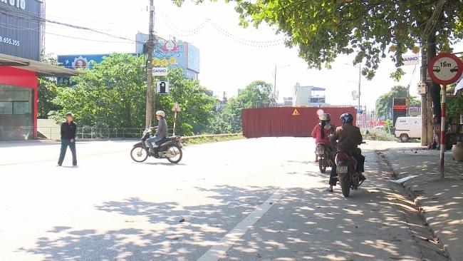 Ngày đầu thực hiện cấm mọi phương tiện qua cầu Gia Bảy